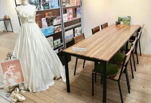 【会費制の結婚式】のスタッフより折り返しご連絡させて頂き簡単なサービスのご紹介や来店のスケジュールを確認させて頂きます。