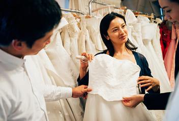 お申し込み後は【会費制の結婚式】の所定のサービスをスタートさせて頂きます。まずは招待状決め・衣装決めをお手配させて頂きます。